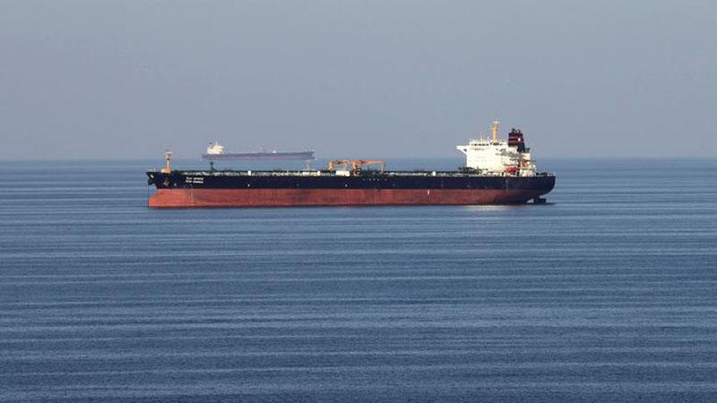 Ilustrasi kapal tanker melintasi Selat Hormuz. - Reuters/Hamad I. Mohammed