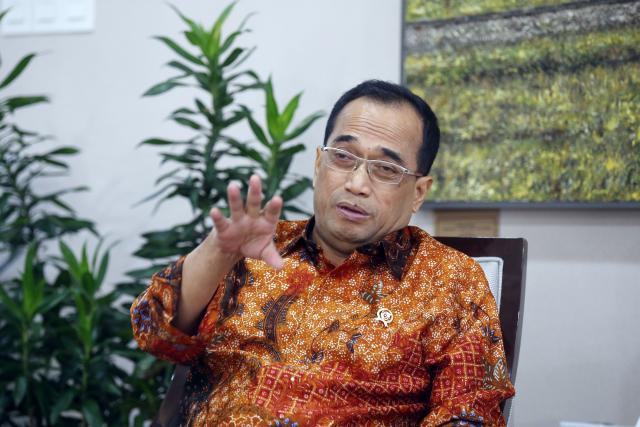 Menteri Perhubungan Budi Karya Sumadi memberikan penjelasan saat menerima kunjungan tim Bisnis Indonesia, di Jakarta, Jumat (24/5/2019). - Bisnis/Abdullah Azzam