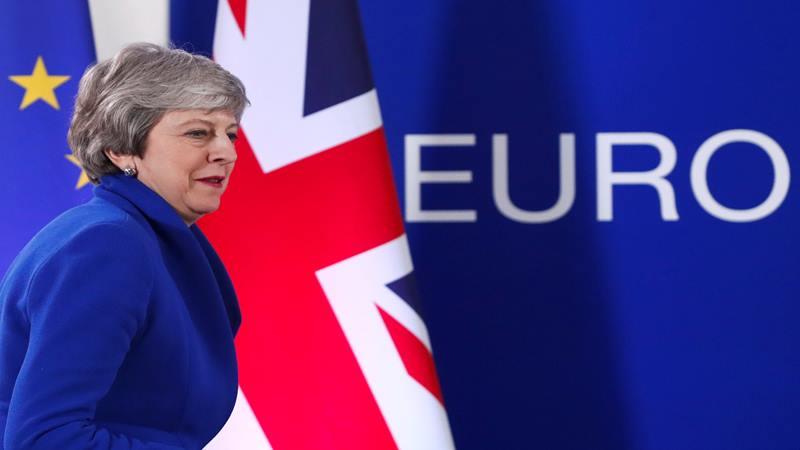 Perdana Menteri Inggris Theresa May tiba untuk mengadakan konferensi pers setelah pertemuan para pemimpin Uni Eropa yang luar biasa untuk membahas Brexit, di Brussels, Belgia 11 April 2019 - Reuters
