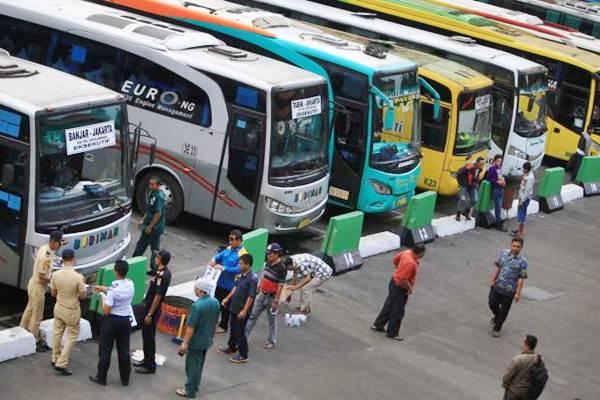 Bus Antar Kota Antar Provinsi menunggu penumpang di Terminal Kampung Rambutan. - JIBI/Nurul Hidayat