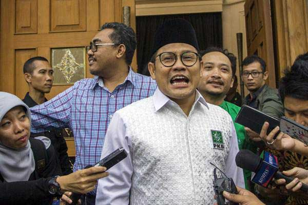 Ketua Umum PKB Muhaimin Iskandar (tengah) saat bersiap melakukan pertemuan dengan pimpinan partai dan sekjen partai pengusung Capres Joko Widodo di Jakarta, Kamis (9/8). - ANTARA/Galih Pradipta