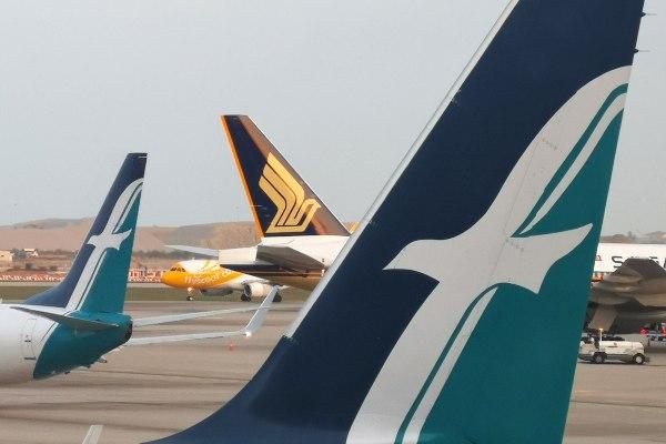 Pesawat milik maskapai Scoot, Singapore Airlines, dan Silk Air terlihat di Bandara Changi, Singapura, Selasa (14/8/2018). - Reuters/Edgar Su