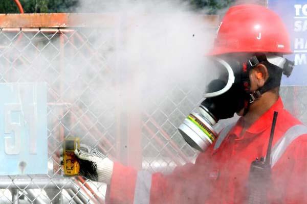 Pengecekan rutin pembangkit listrik tenaga panas bumi milik PT. Pertamina Geothermal Energy - JIBI/Nurul Hidayat
