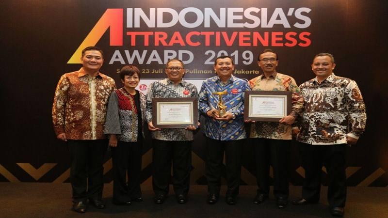 Kota Bandung meraih penghargaan Indonesia Attractiveness Award 2019 (IAA) Kategori Kota Besar Terbaik Sektor Pariwisata Indonesia peringkat Gold. JIBI/Bisnis - Dea Andriyawan