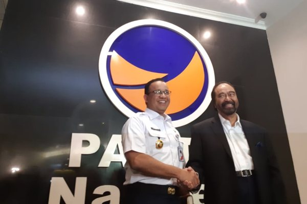 Ketua Umum Partai Nasdem Surya Paloh bertemu dengan Gubernur DKI Jakarta Anies Baswedan (kiri) di Kantor DPP Partai Nasdem, Kawasan Cikini, Jakarta Pusat. - Bisnis/Feni Freycinetia
