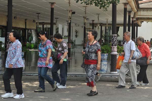 Turis asal China mengunjungi Yogyakarta. Proyek infrastruktur di DIY diyakini meningkatkan akses wisatawan. - Antara