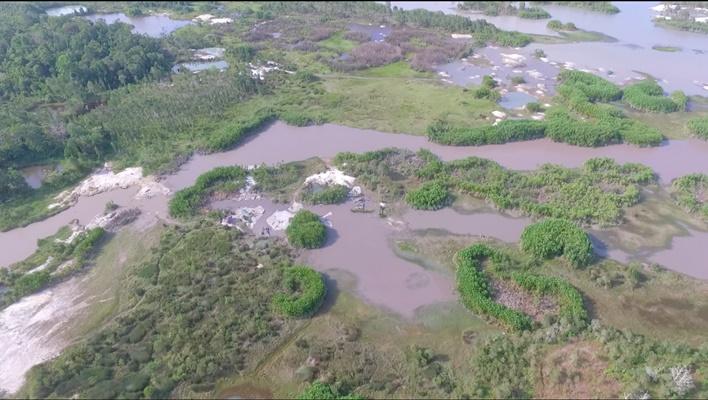 Aktivitas penambangan timah di badan sungai. - Istimewa