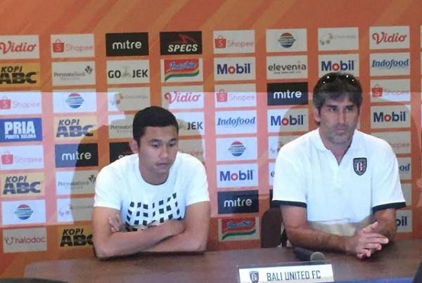 Pelatih Bali United Stefano Cugurra Teco (kanan) - Bisnis/Dea Andriyawan