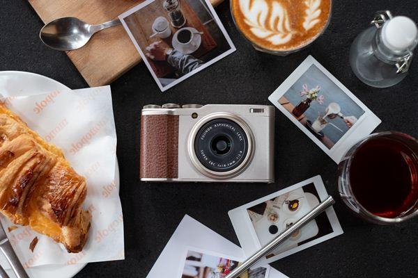 Materi promosi kamera saku digital Fujifilm XF10 - Fujifilm