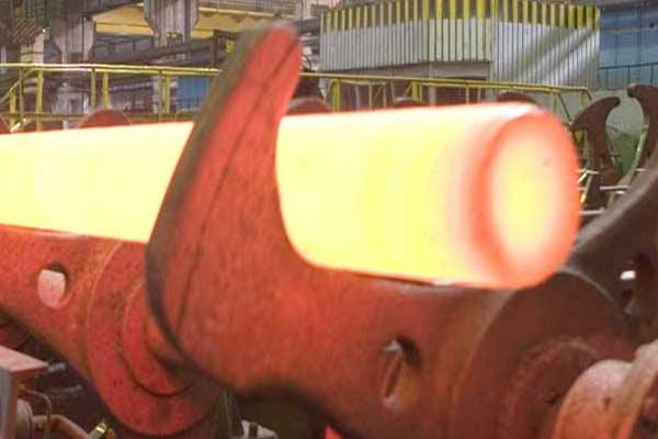 Ilustrasi proses pembuatan pipa di sebuah pabrik baja. Foto tmk/group.com