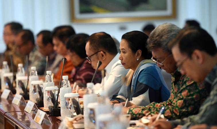 Sejumlah menteri kabinet kerja mengikuti Sidang Kabinet Paripurna di Kantor Presiden, Jakarta, Rabu (6/3/2019). - ANTARA/Akbar Nugroho Gumay