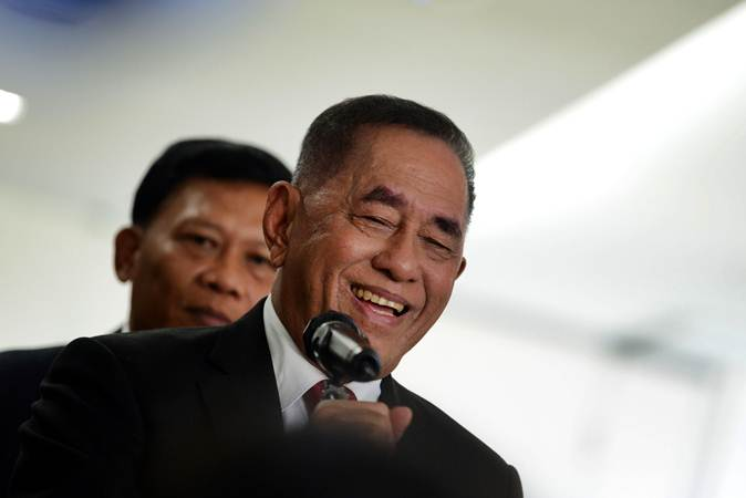 Menteri Pertahanan Ryamizard Ryacudu menjawab pertanyaan dari wartawan di Kementerian Pertahanan, Jakarta, Rabu (12/6/2019). - ANTARA/M Risyal Hidayat