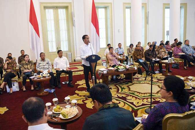 Presiden Joko Widodo memberikan arahan ketika memimpin Sidang Kabinet Paripurna di Istana Bogor, Jawa Barat, Senin (8/7/2019). - ANTARA/Wahyu Putro A