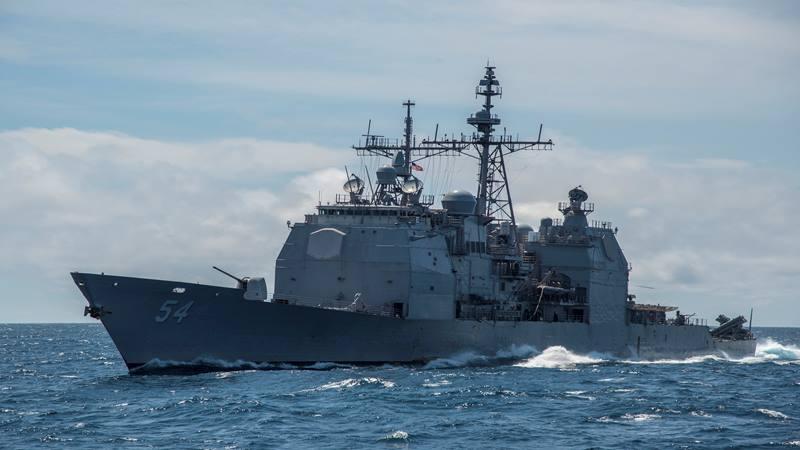 Kapal perang Amerika Serikat (AS) USS Antietam tampak di Laut China Selatan 8 Maret 2016. - Reuters