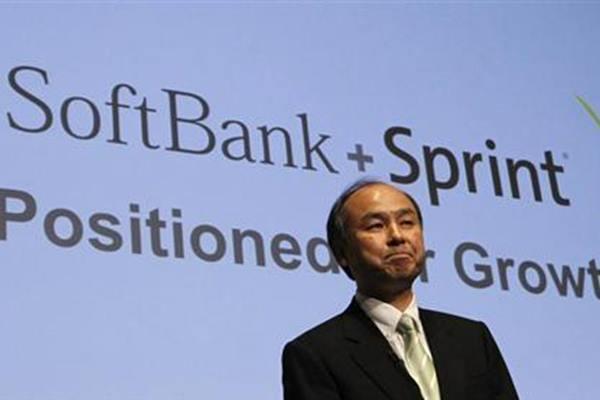 Presiden Softbank Corp Masayoshi Son berbicara selama konferensi pers di Tokyo 30 April 2013. REUTERS  -  Yuya Shino