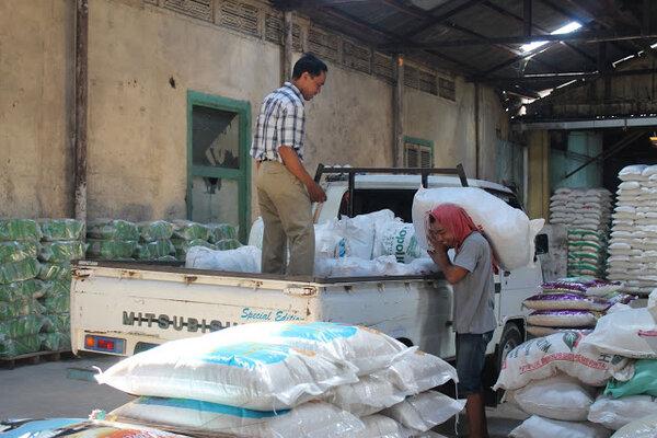 Beras lokal menjadi salah satu komoditas lokal penyumbang inflasi di Provinsi Kalsel. - Bisnis/Arief Rahman