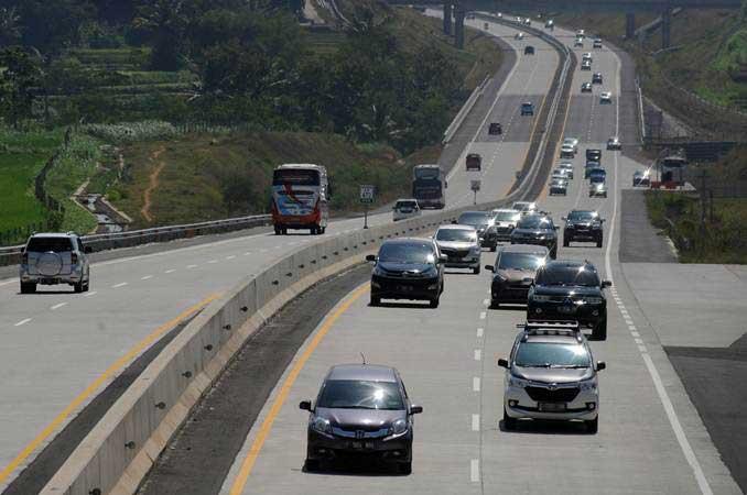 Sejumlah kendaraan melintasi ruas jalan tol Salatiga-Boyolali di Boyolali, Jawa Tengah, Jumat (31/5/2019). - ANTARA/Aloysius Jarot Nugrohoa
