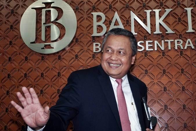 Gubernur Bank Indonesia (BI) Perry Warjiyo meninggalkan ruangan usai memberikan keterangan kepada awak media di Jakarta, Kamis (18/7/2019). - Bisnis/Himawan L Nugraha