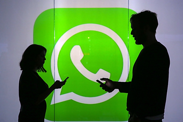 Ilustrasi WhatsApp. - Bloomberg/Chris Ratcliffe