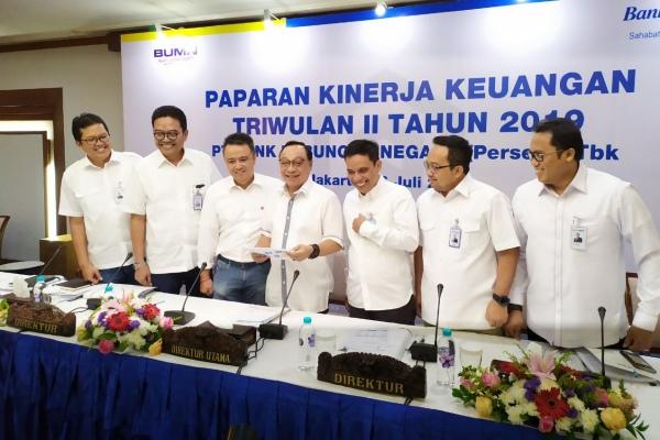 Direktur Utama BTN Maryono (tengah) bersama jajaran direksi bersiap memaparkan kinerja perusahaan per kuartal II/2019 di Menara BTN, Jakarta, Jumat (26/7/2019) - Bisnis/Muhammad Khadafi