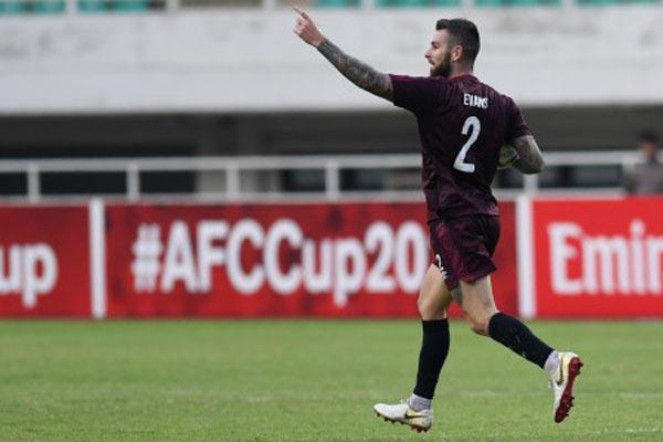 Gelandang bertahan PSM Makassar Aaron Evans. - Antara/Wahyu Putro