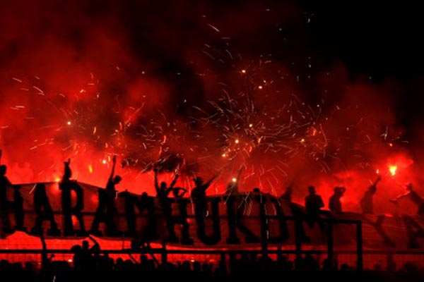 Ilustrasi-Suporter PSM Makassar - Antara/Yusran Uccang