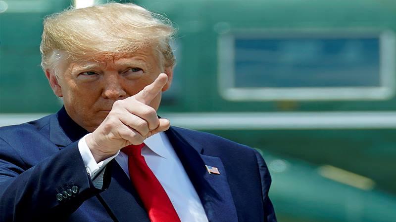 Presiden AS Donald Trump berjalan ke Air Force One ketika ia meninggalkan Washington untuk melakukan perjalanan ke KTT G20 di Osaka, Jepang dari Pangkalan Bersama Andrews, Maryland, AS, 26 Juni 2019. - Reuters