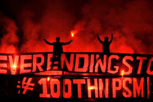 Pesta PSM Makassar ketika perayaan HUT ke-100 klub tersebut - Antara/Yusran Uccang