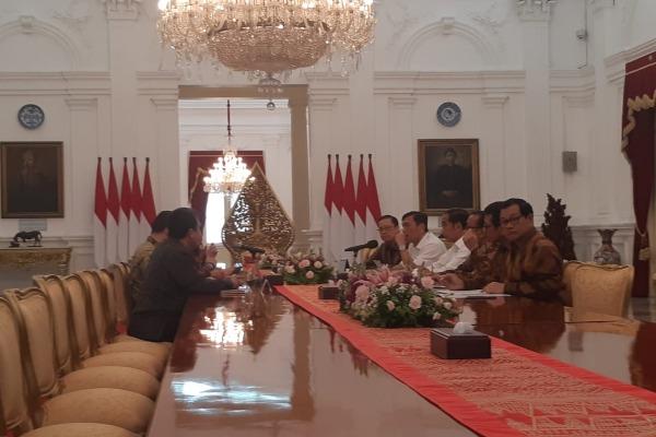 Presiden Direktur SoftBank Masayoshi Son dan Presiden Joko Widodo bertemu di Istana Merdeka, Jakarta, Senin (29/7/2019). SoftBank cukup aktif berinvestasi di startup Indonesia, termasuk Tokopedia. - Bisnis/Yodie Hardiyan
