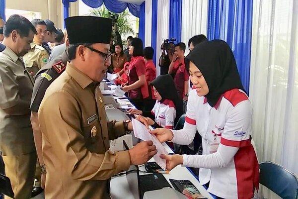 Wali Kota Malang Sutiaji membayar PBB pada pekan panutan pajak daerah beberapa waktu lalu. - Istimewa