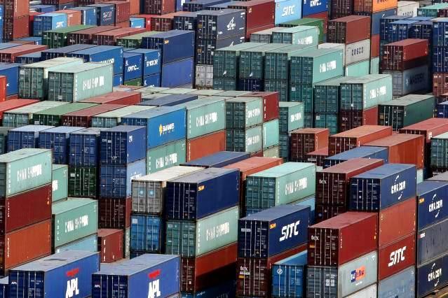 Tumpukan kontainer yangdi terminal peti kemas di kawasan Pelabuhan Tanjung Priok, Jakarta. - JIBI/Nurul Hidayat