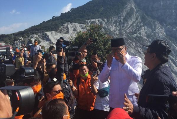 Gubernur Jawa Barat Ridwan Kamil saat mengunjungi Gunung Tangkuban Parahu hari ini - Bisnis/Wisnu Wage