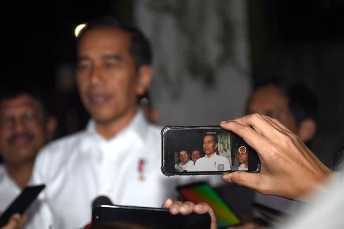 Presiden terpilih periode 2019-2024 Joko Widodo memberikan keterangan usai pertemuan dengan Tim Kampanye Nasional (TKN) di Jakarta, Jumat (26/7/2019). - ANTARA/Akbar Nugroho Gumay