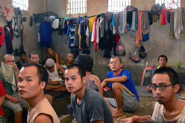 Narapidana berada di dalam Rumah Tahanan Klas IIB Kota Pekanbaru, Riau, Minggu (7/5). - Antara/Priyatno