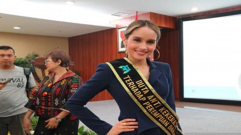 Cinta Laura Enggan Bahas Mantan Pacar Frank Gracia Lifestyle Bisnis Com