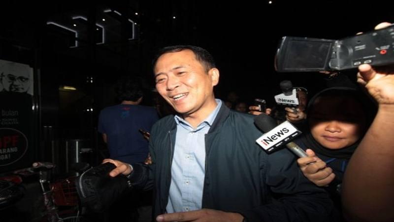 Presiden Direktur Lippo Cikarang Toto Bartholomeus (tengah) meninggalkan gedung KPK usai menjalani pemeriksaan di Jakarta, Kamis (25/10 - 2018).