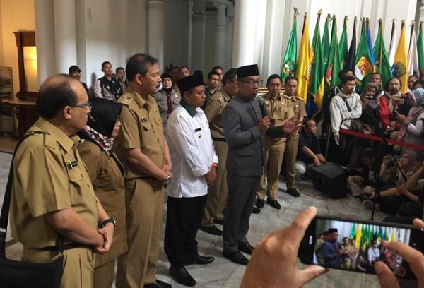 Gubernur Jawa Barat Ridwan Kamil memberikan keterangan pers terkait status tersangka Sekda Jabar Iwa Karniwa di Gedung Sate, Selasa (30/7/2019) - Bisnis/Wisnu Wage