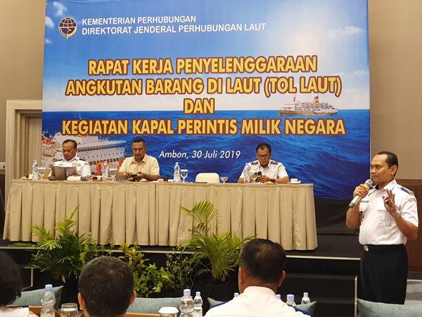 Direktur Lalu Lintas dan Angkutan Laut Wisnu Handoko (kanan) saat memaparkan evaluasi pelaksanaan program tol laut dan kapal perintis di Ambon, Selasa (30/7/2019). - Bisnis/Rio Sandy Pradana