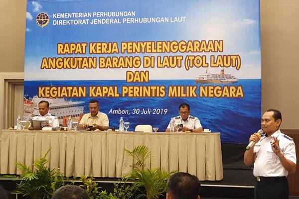 Direktur Lalu Lintas dan Angkutan LautWisnu Handoko (kanan) saat memaparkan evaluasi pelaksanaan program tol laut dan kapal perintis di Ambon, Selasa (30/7/2019). - Bisnis/Rio Sandy Pradana
