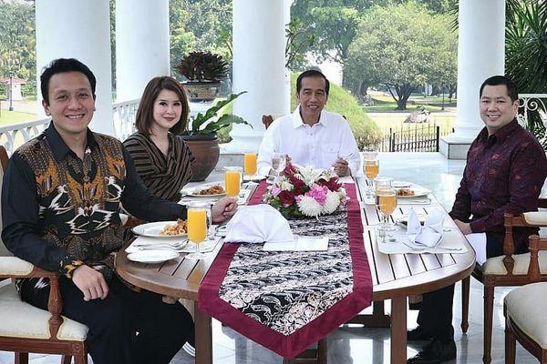 Presiden Joko Widodo bertemu dengan Ketua Umum PKPI Diaz Hendropriyono (kiri), Ketua Umum PSI Grace Natalie (kedua kiri), dan Ketua Umum Partai Perindo Hary Tanoesoedibjo (kanan) di Istana Bogor, Jawa Barat, Sabtu (28/7). - Instagram @jokowi