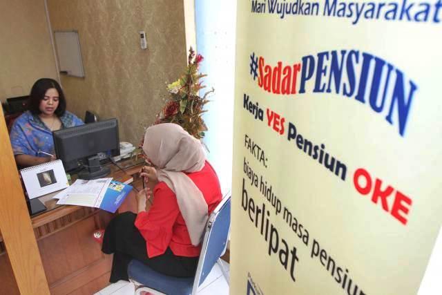 Aktivitas layanan di salah satu kantor dana pensiun lembaga keuangan (DPLK), di Jakarta, Rabu (2/1/2019). - Bisnis/Endang