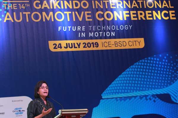 Menteri Keuangan Sri Mulyani menjadi pembicara di seminar internasional bertajuk 'Indonesia Automotive Industry Readiness Towards Industry 4.0' di arena GIIAS 2019, ICE, BSD, Tangerang, Rabu (24/7 - 2019). Menkeu meminta para pelaku bisnis otomotif terus mempertahankan kemajuan ekonomi dibidang otomotif. Foto ANTARA
