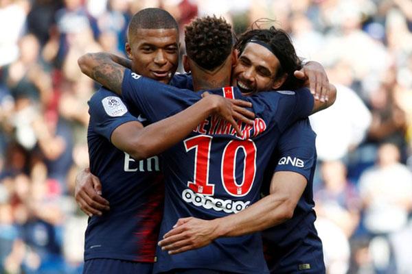 Trio maut Paris Saint-Germain (dari kiri ke kanan) Kylian Mbappe, Neymar da Silva Jr., dan Edinson Cavani. - Reuters/Christian Hartmann
