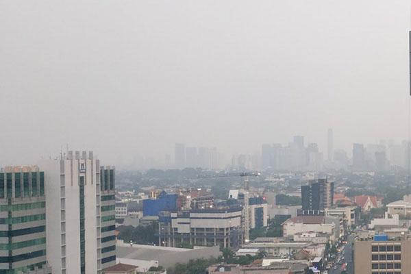 udara Jakarta dipenuhi polusi pada Selasa (2/7/2019). - Antara/Boyke Watra