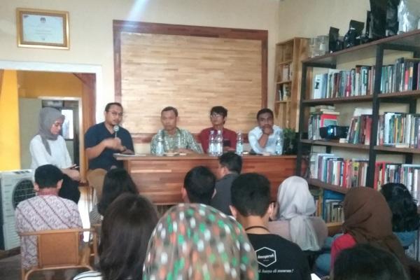 Komisioner Komisi Pemilihan Umum (KPU) Pramono Ubaid (tengah) padadiskusi Urgensi e-Rekap dalam Pilkada Serentak di Jakarta, Rabu (31/7/2019). - Bisnis/Jaffry Prabu Prakoso