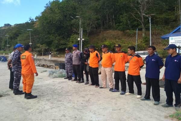 Tim gabungan bersiap mencari Supriyono yang hilang terseret arus di Pantai Pathok Koang Pacitan, Rabu (31/7 - 2019). (Istimewa/BPBD Pacitan)