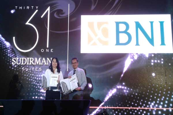 Chief Corporate Finance & Direktur PT Indonesian Paradise Property Tbk, Diana Solaiman menandatangani perjanjian kerja sama denganVice President of Consumer Banking BNI Wilayah Makassar, Hadi Santoso, Rabu (31/7 - 2019)