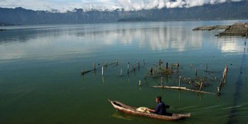 Danau Maninjau di Sumatra Barat. - Antara