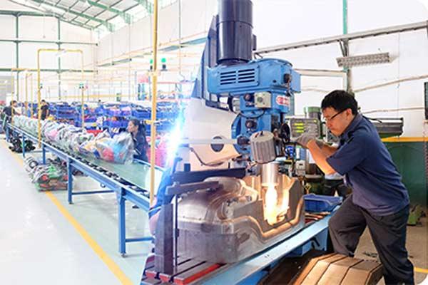 Didirikan sejak 1985 di Jakarta, PT Sinar Harapan Plastik saat ini pemimpin pasar dalam manufaktur dan pengolahan produk SHP Mainan di Indonesia. Kami saat ini mampu memproduksi dan menjual hingga 600.000 unit mainan tunggang dalam waktu setahun. - Foto SHP Toys