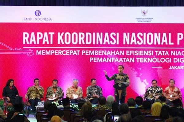 Presiden Joko Widodo (ketiga kanan), memberi sambutan saat Rapat Koordinasi Nasional Pengendalian Inflasi tahun 2017 di Jakarta, Kamis (27/7). - JIBI/Dwi Prasetya